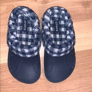 Crocs lined water shoes size 3